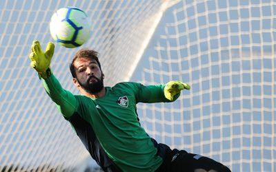 Goleiro com melhor média de defesas difíceis no Brasileiro, Muriel pede foco para Fluminense vencer o Corinthians e sair da zona do rebaixamento