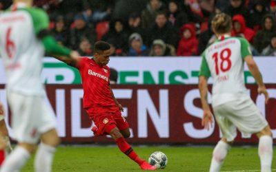 Bayer Leverkusen derrota Augsburg e Wendell comemora terceira vitória consecutiva na Bundesliga