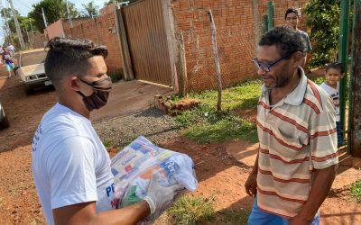 Jean, do Cruzeiro, doa cestas básicas e ajuda 100 famílias carentes de Campo Grande, no Mato Grosso do Sul