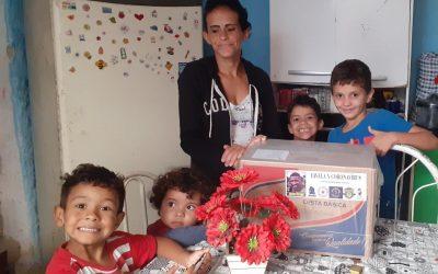 Favela x Coronavírus: Emerson Royal doa cestas básicas na comunidade em que nasceu e também prepara ação em Americana, onde passou parte da infância