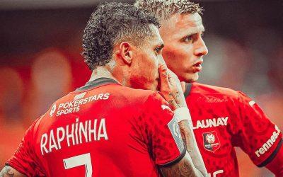 Com linda assistência de Raphinha, Rennes vence Saint-Étienne, mantém invencibilidade e se isola na liderança do Francês