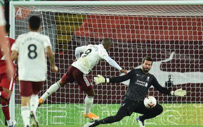 Alisson brilha, ajuda Liverpool a vencer clássico contra o Arsenal e clube mantém 100% na Premier Legue