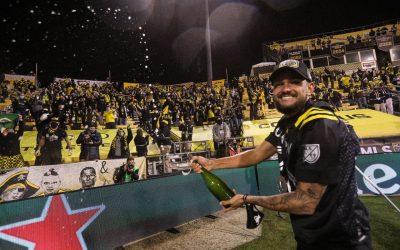 """Artur comemora título do Columbus Crew na MLS: """"Momento inesquecível"""""""