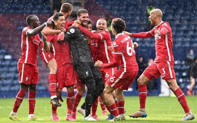 """Alisson marca lindo gol de cabeça e entra para a história do Liverpool ao ser o primeiro goleiro a balançar as redes pelo clube: """"Dia mais do que especial. Dedico esse momento ao meu pai. Com certeza, ele está extremamente feliz e orgulhoso"""""""